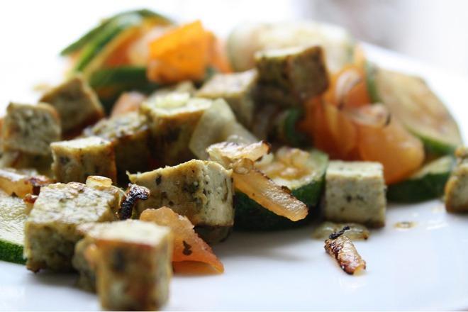 Пържени зеленчуци със сирене тофу