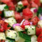 Апетитна салата от домати и краставици