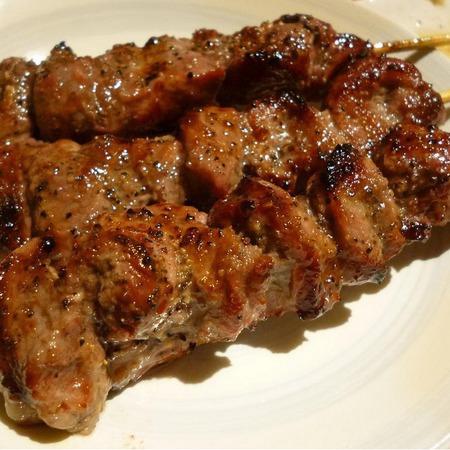 Large svinski shishcheta na barbekyu