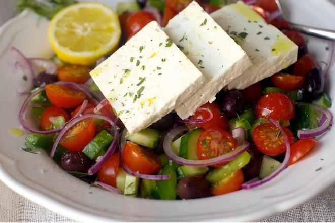 Гръцка салата с чери домати