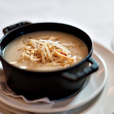 Large krem supa ot kartofi i morkovi