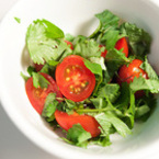 Салата от магданоз с чери домати
