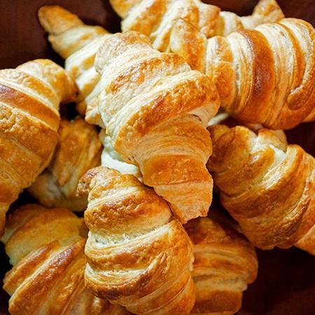 Large buter kroasani s kashkaval