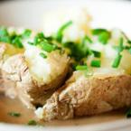 Печени картофи с масло и зелен лук