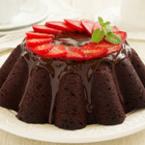Шоколадов кекс с шоколадова глазура и ягоди