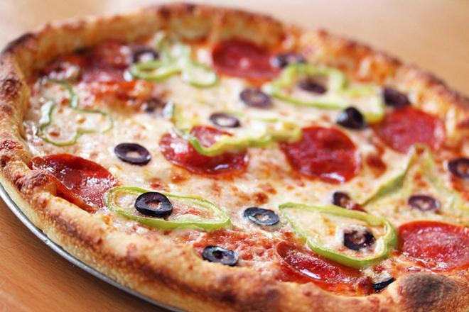 Пица с чушки и салам