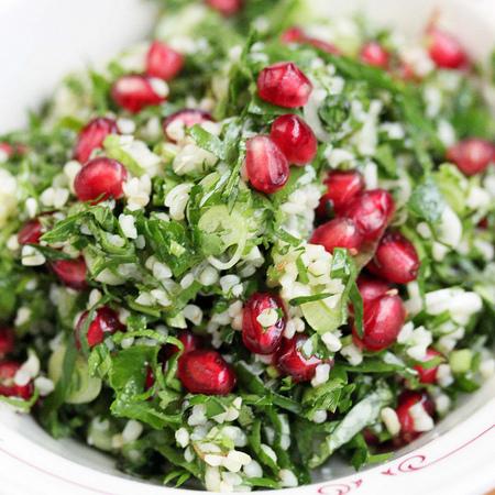 Large salata ot magdanoz s bulgur i nar