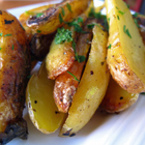 Печени пресни картофи с магданоз и розмарин