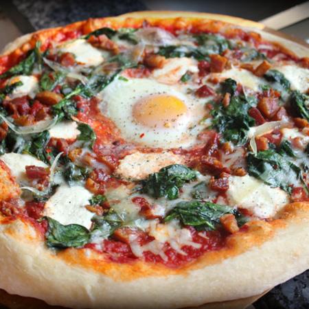 Large pitsa sas spanak i yaytse