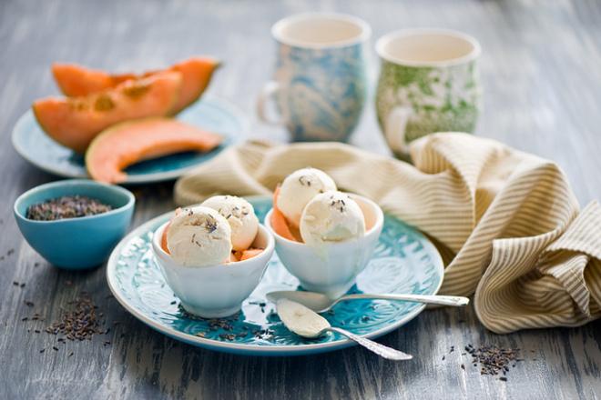 Сладолед от пъпеш с кокосово мляко