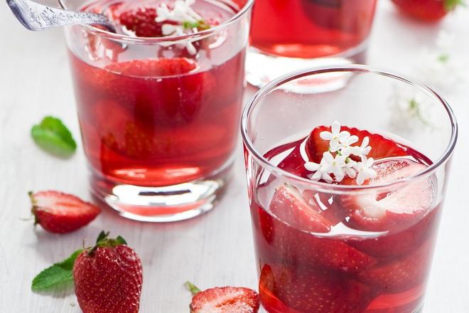 Студен чай с ягоди и мента