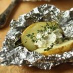 Печени пресни картофи във фолио с майонезен сос