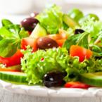 Зелена салата с рукола и маслини