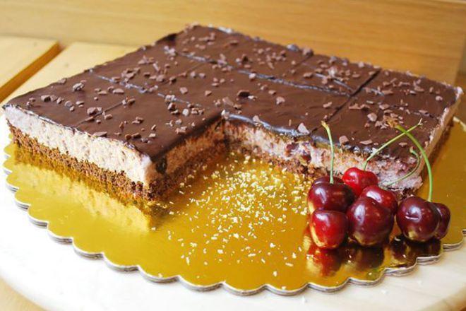 Сладкиш с череши, кокос и шоколад без печене