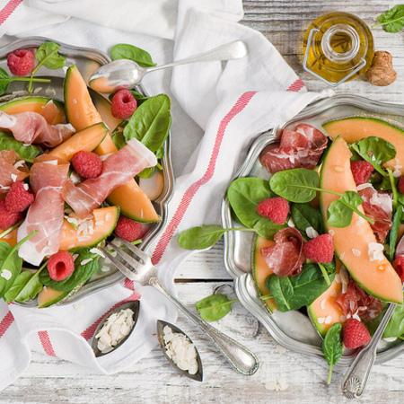 Large salata ot papesh sas spanak i hamon
