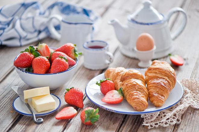 Бутер кроасани със сладко от ягоди