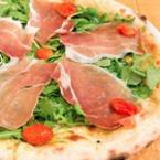 Пица с чери домати и рукола