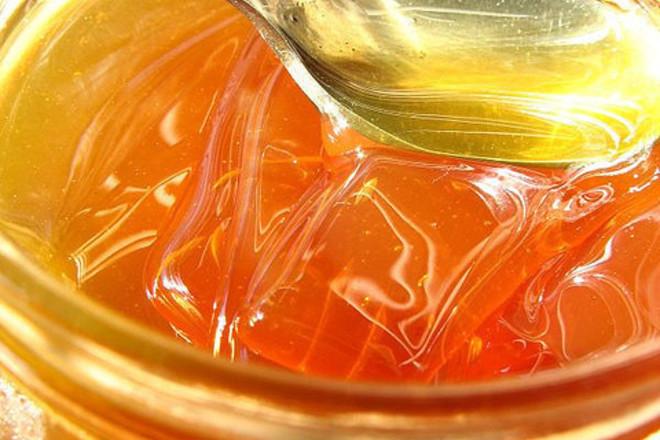 Медът подмладява кожата