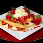 Палачинки с ягоди и сметана