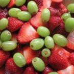 Плодова салата от ягоди с грозде