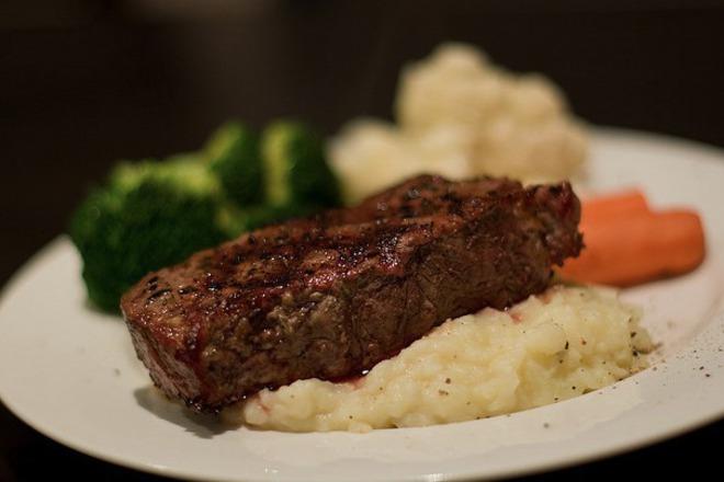 Апетитна телешка пържола