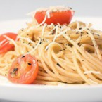 Спагети с чери домати и пармезан