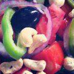 Салата от домати и краставици с кашу