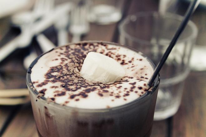 Мляко с какао и мака