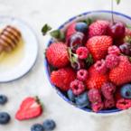 Плодова салата от ягоди с мед