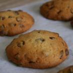 Шоколадови бисквитки с джинджифил и фъстъчено масло