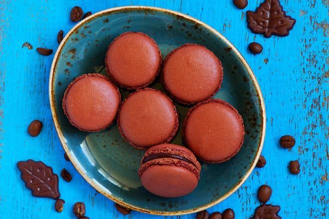 Сладки френски макарони с шоколад