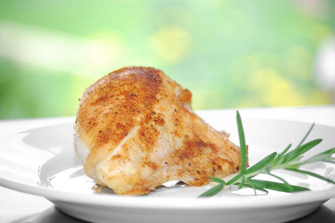 Печено пилешко месо с бира и розмарин