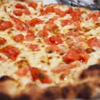 Доматена пица с чесън