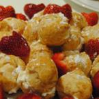 Еклери с ванилов крем и ягоди