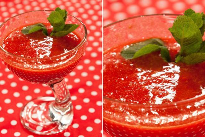 Коктейл от ягоди и портокал