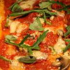 Пица с гъби, моцарела и рукола