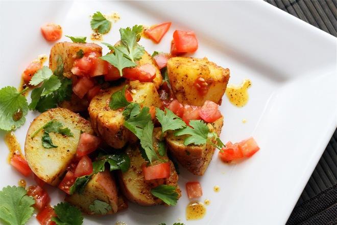 Печени картофи с пресни домати