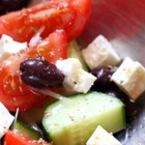 Салата от домати и краставици с маслини