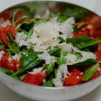 Салата от спанак с рукола и домати