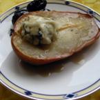 Печени круши с мед и синьо сирене
