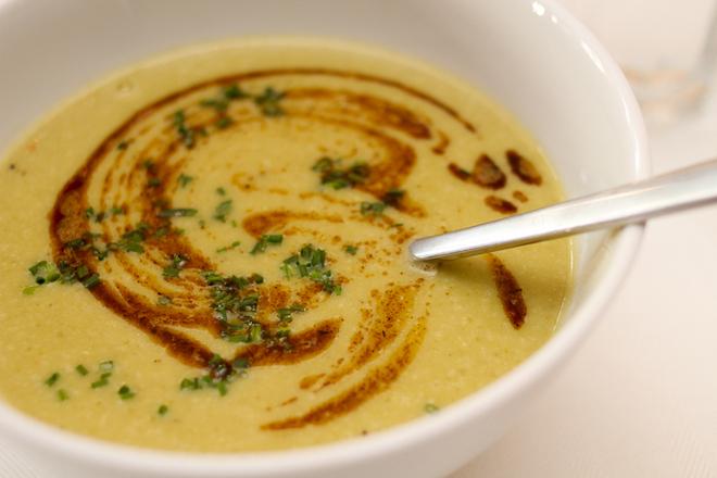 Крем супа от зелен боб с къри