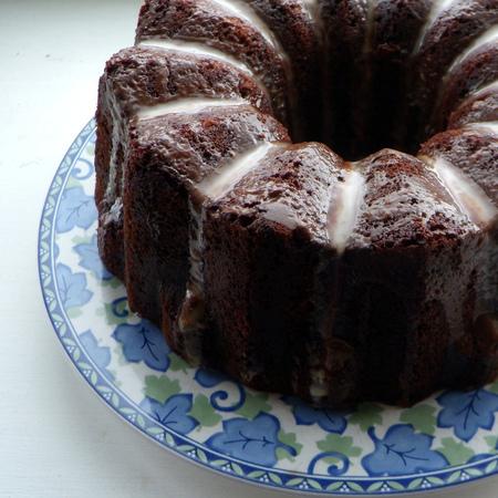 Large shokoladov keks s maslena glazura