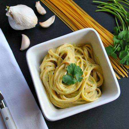 Large spageti sas smetana i koriandar
