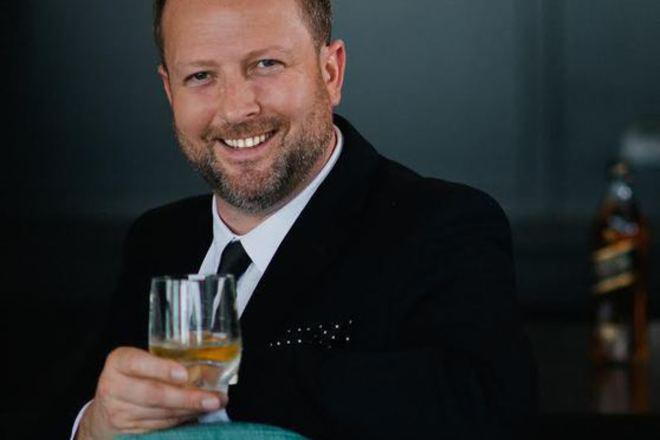 Том Джоунс и безкомпромисната страст към уискито
