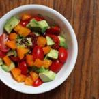 Салата от чери домати с оранжеви домати и авокадо