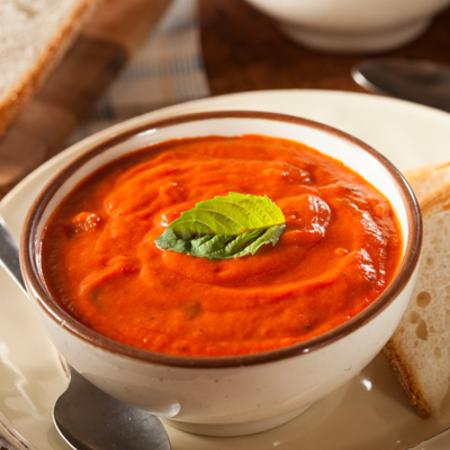 Large domatena krem supa s chushki i bosilek