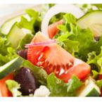 Зелена салата с фета сирене и маслини