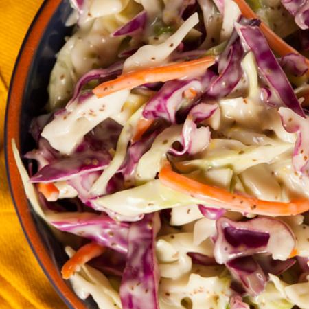 Large salata ot zele s cherveno zele morkovi i mayoneza