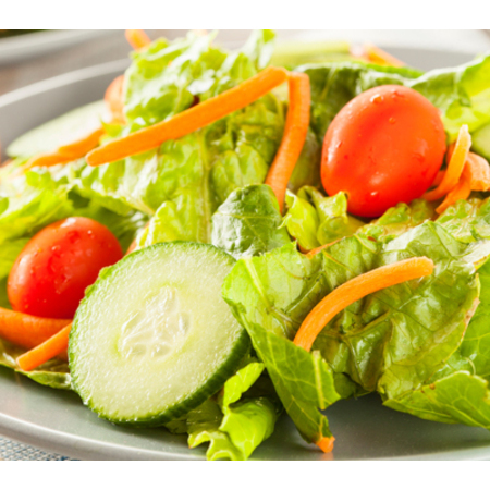 Large zelena salata s morkovi i cheri domati