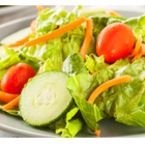 Зелена салата с моркови и чери домати